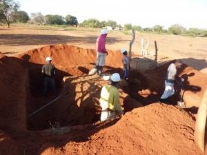 Worksite of the solar-powered water supply networks MOZ104, in Mozambique. Chantier du projet d'adduction d'eau potable par énergie solaire MOZ104, au Mozambique.