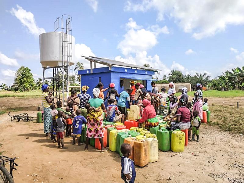 Pompes hybrides solaires manuelles eau potable 600000 ivoiriens